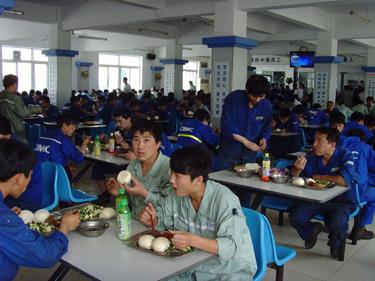 张金泉副校长看望青岛中集就业学生