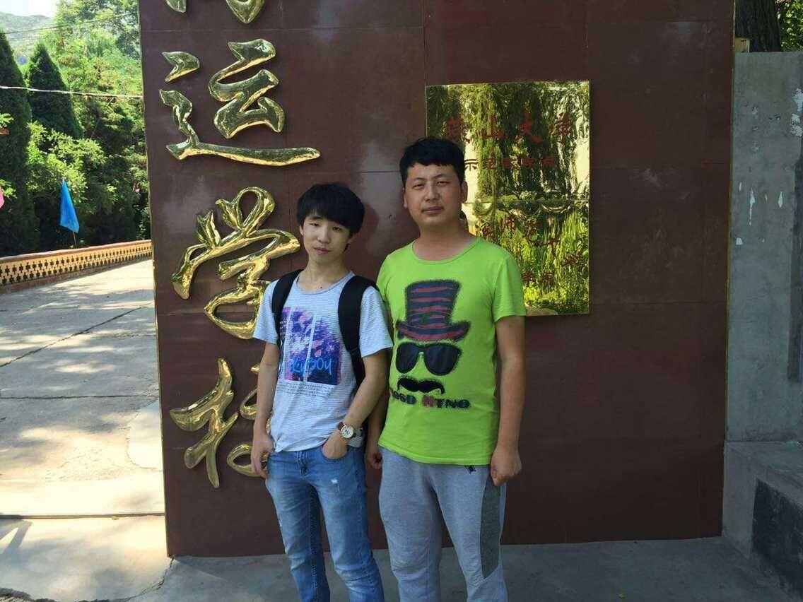 原计十八班学生贺文俊毕业分配到北京京东方科技有限公司回母校看望老师