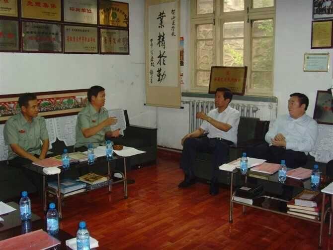 原省委常委、省当局秘书长李政文听取韩校长汇报办学情况